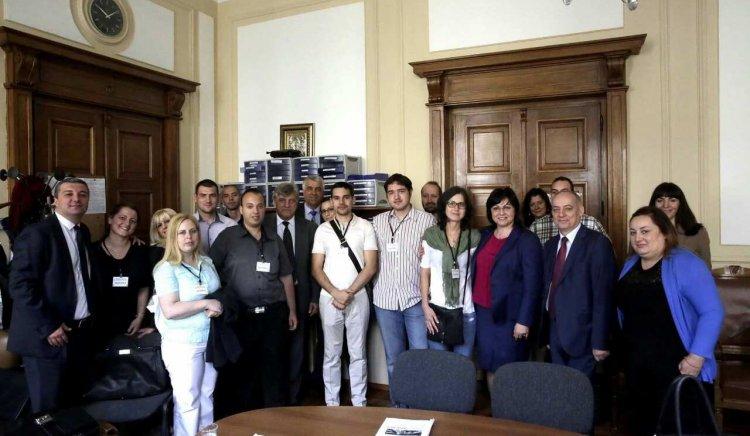 Младежи от Пловдив посетиха парламента и се срещнаха с Корнелия Нинова
